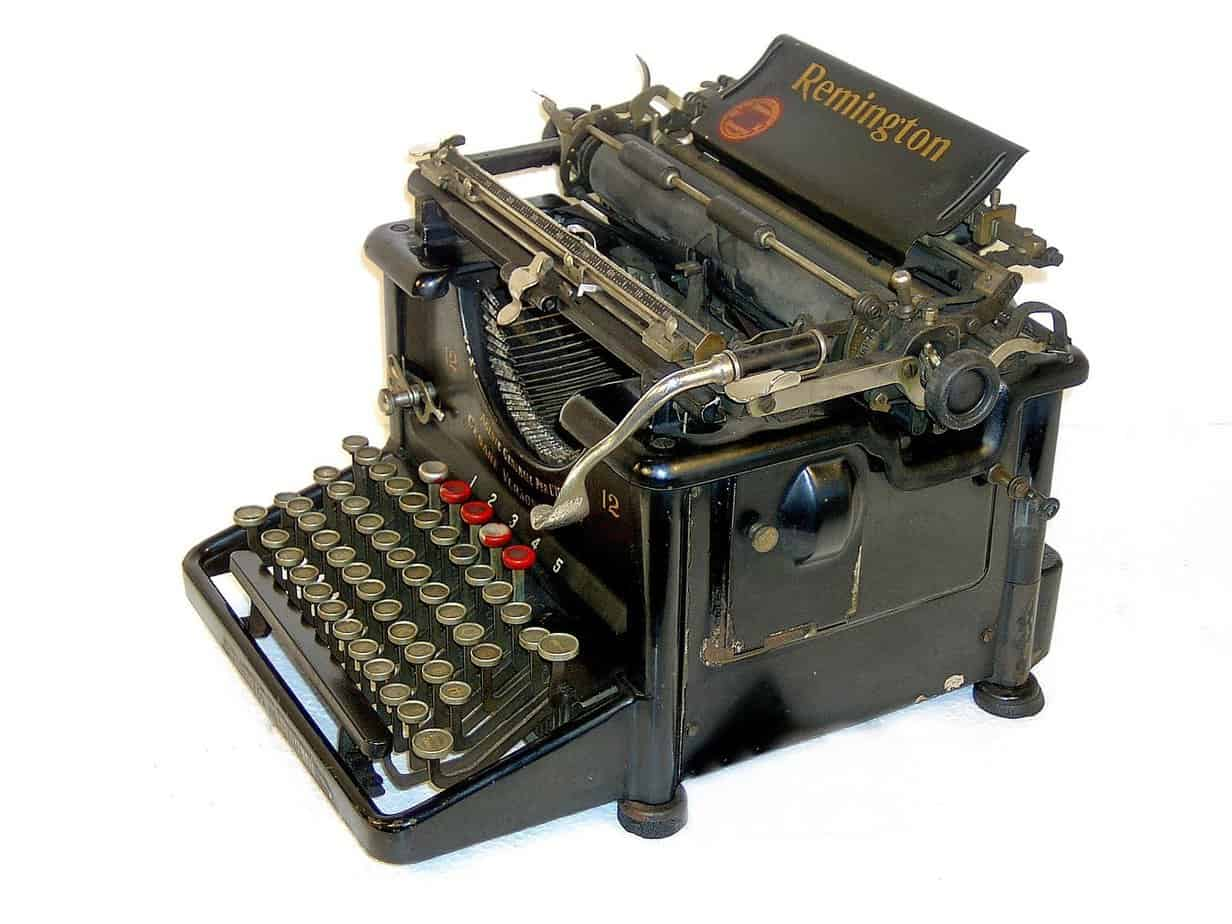 1600px Remington typewriter No. 12 with Cyrillic letters 01