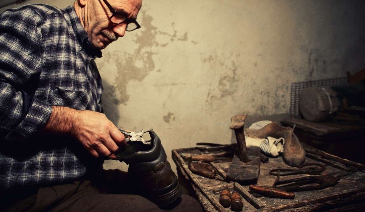 Cobbler vs Shoemaker: What's the difference?